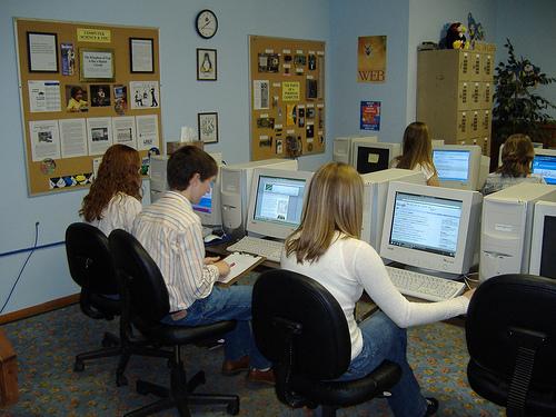 Internet, las redes sociales, los blogs sirven para intercambiar flujos informativos